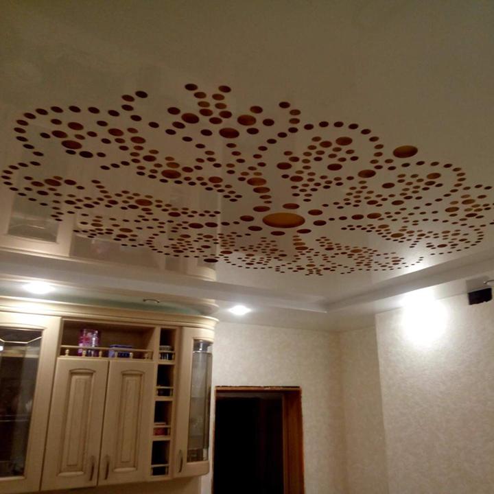 резной потолок на кухне
